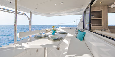 Charter luxury yacht Moorings 433 PC in Road Town - Tortola