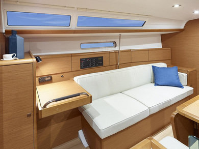 Hire sailboat Sunsail 38 in Road Town - Tortola