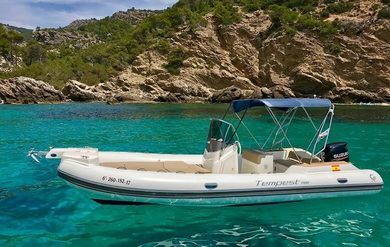 Hire motorboat Capelli Tempest 700 in Andratx - Majorca (Balearic Islands)