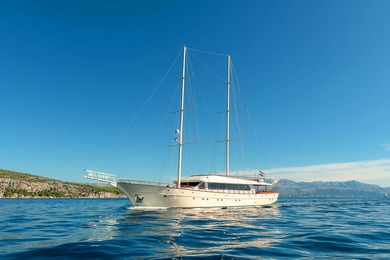 Hire luxury yacht Luxury Sailing Yacht in Split city - Split