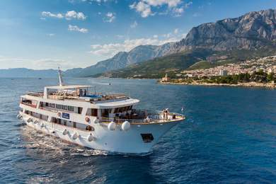 Charter luxury yacht Mini Cruiser in Split city - Split
