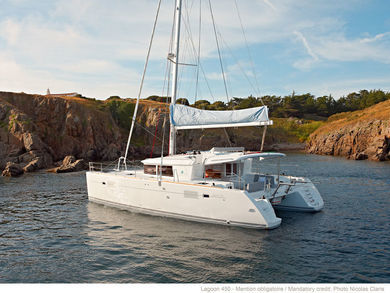 Rental catamaran Lagoon 450 in Can Pastilla - Majorca (Balearic Islands)
