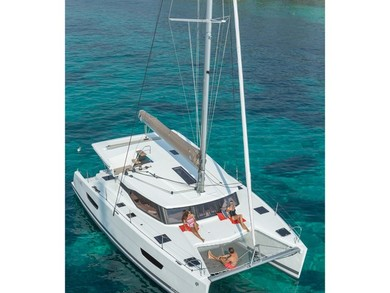 Hire catamaran Lucia 40 (4cab.-2hds) in Sao Vicente city - Sao Vicente
