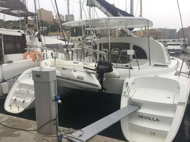 Rental catamaran Lagoon 380 in Palma de Mallorca - Majorca (Balearic Islands)