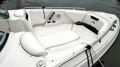 Hire motorboat Monterey 264 FS in Cala D`Or - Majorca (Balearic Islands)