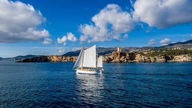 Charter sailboat llaut in Palma de Mallorca - Majorca (Balearic Islands)