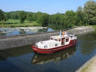 Hire motorboat Burgundy 1200 in Vermenton - Yonne
