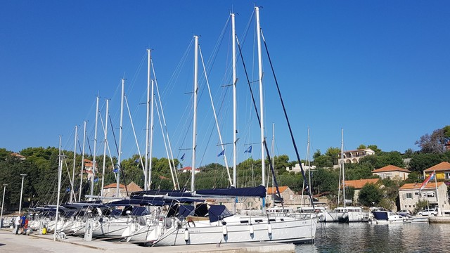 Charter sailboat Beneteau Cyclades 39.3 in  -
