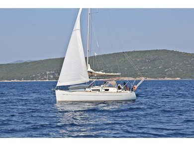 Hire sailboat Sun Odyssey 33i in  - Sporades Islands
