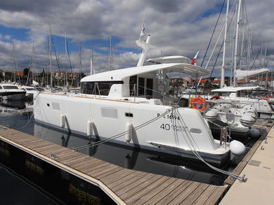 Hire luxury yacht Lagoon 40 MY in  -