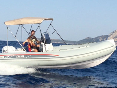 Charter motorboat Selva 470 in Port de Alcudia - Majorca (Balearic Islands)