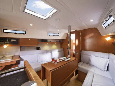 Charter sailboat Bavaria Cruiser 32 in Lemmer - Frisia