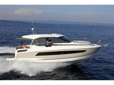 Hire motorboat Jeanneau NC 33 in Trogir - Split