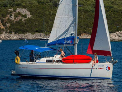 Charter sailboat Sunsail 33i in Dubrovnik city - Dubrovnik-Neretva