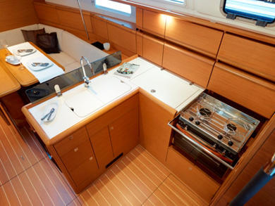 Hire sailboat Sunsail 38-2 in Road Town - Tortola